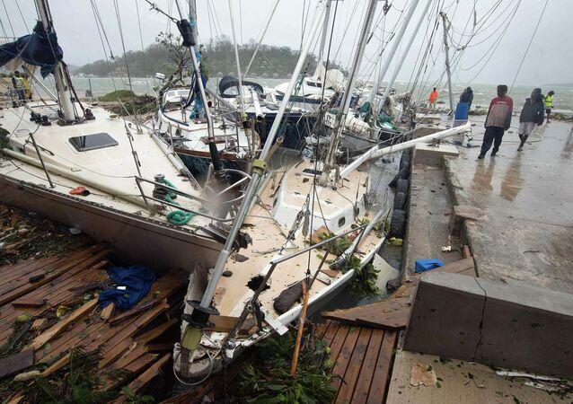 Port Vila, a capital de Vanuatu, atingida por ciclone Pam em 14 de março 2015