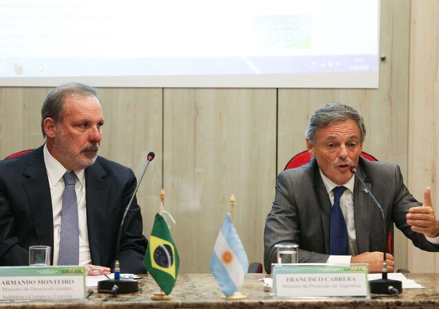 Ministros Armando Monteiro e Francisco Cabrera discutem em Brasília acordo de livre comércio entre Brasil e Argentina