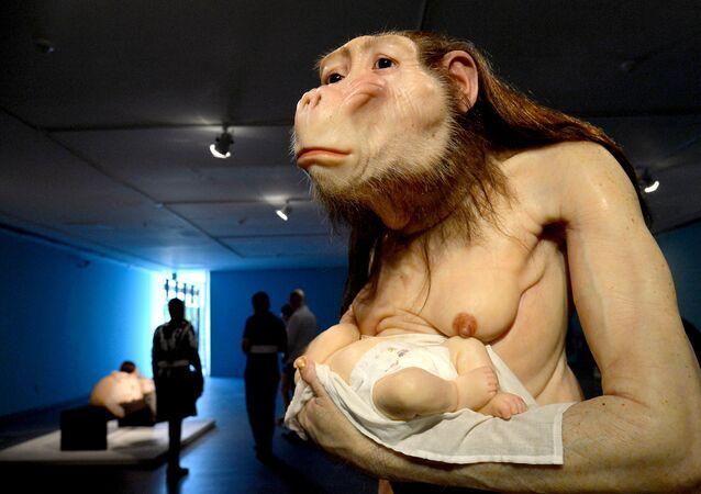 Escultura Big Mother, na Exposição ComCiência no CCBB – Brasília,  da artista plástica Patrícia Piccinini