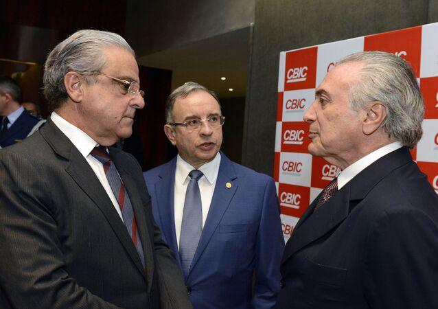 Robson Braga de Andrade, presidente da CNI, José Carlos Rodrigues Martins, presidente da CBIC e Michel Temer, vice-presidente da República (arquivo)
