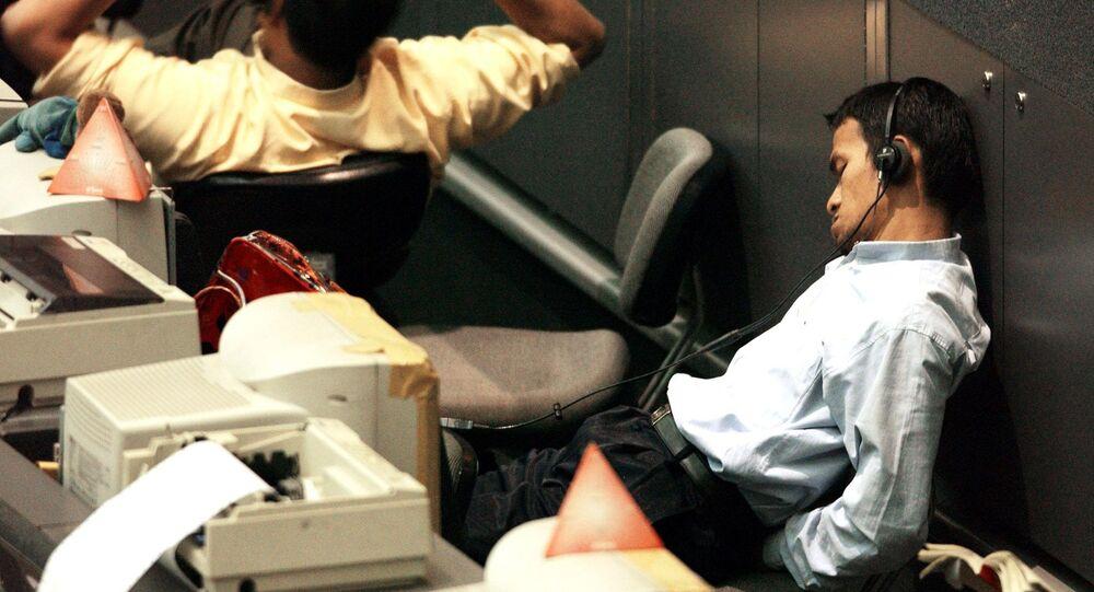 Funcionário da Indonésia dorme no trabalho (imagem referencial)