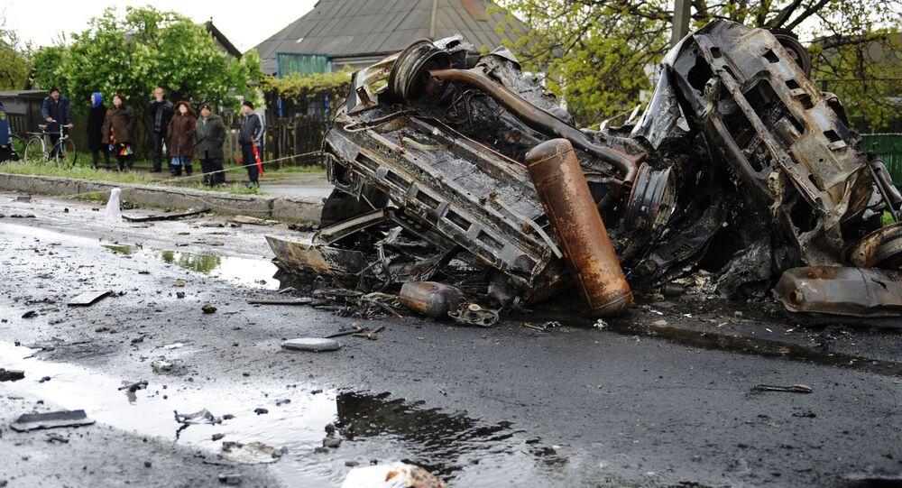 Um carro que foi atingido por um disparo das Forças de Segurança ucranianas perto do ponto de passagem Elenovka na região de Donetsk