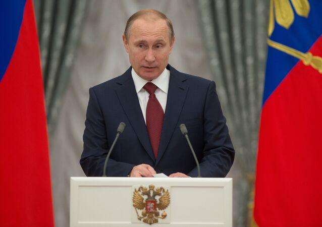 Vladimir Putin entrega medalhas de Herói do Trabalho na Rússia
