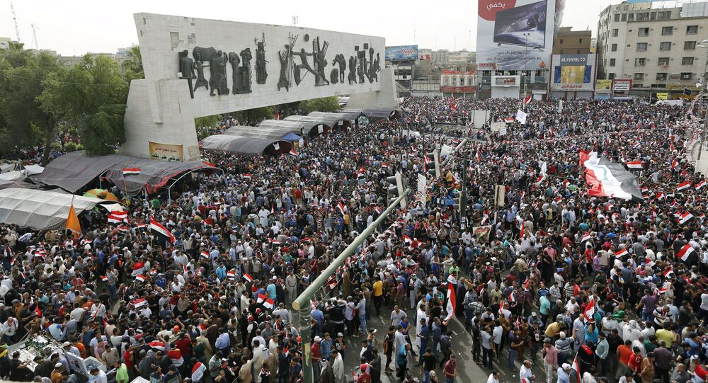 Manifestantes em Bagdá, 26 de abril.
