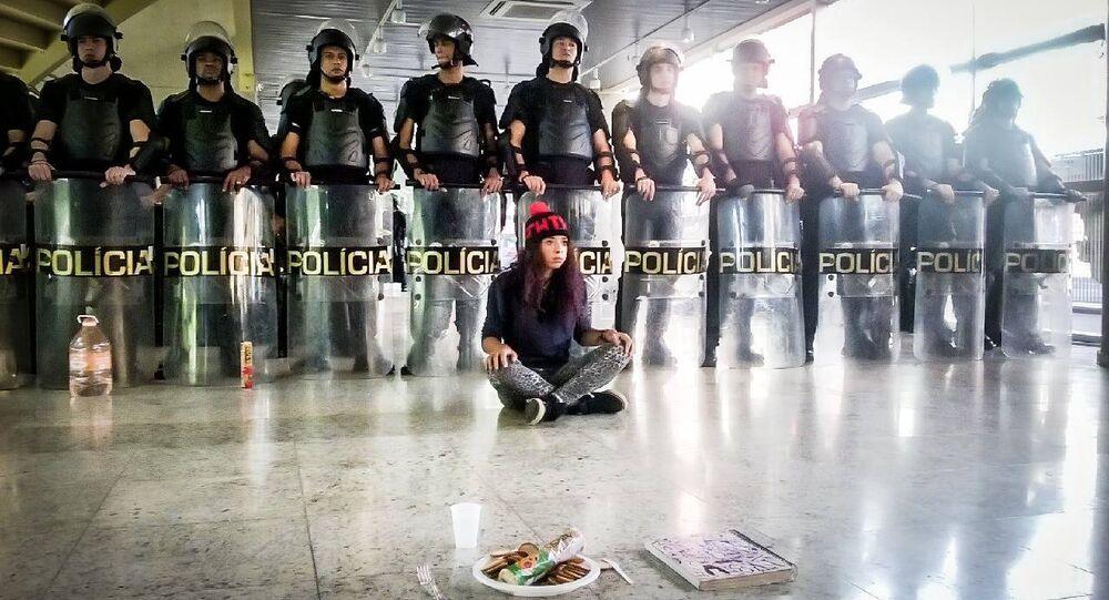 PM invade Centro Paula Souza, ocupado por estudantes secundaristas em São Paulo