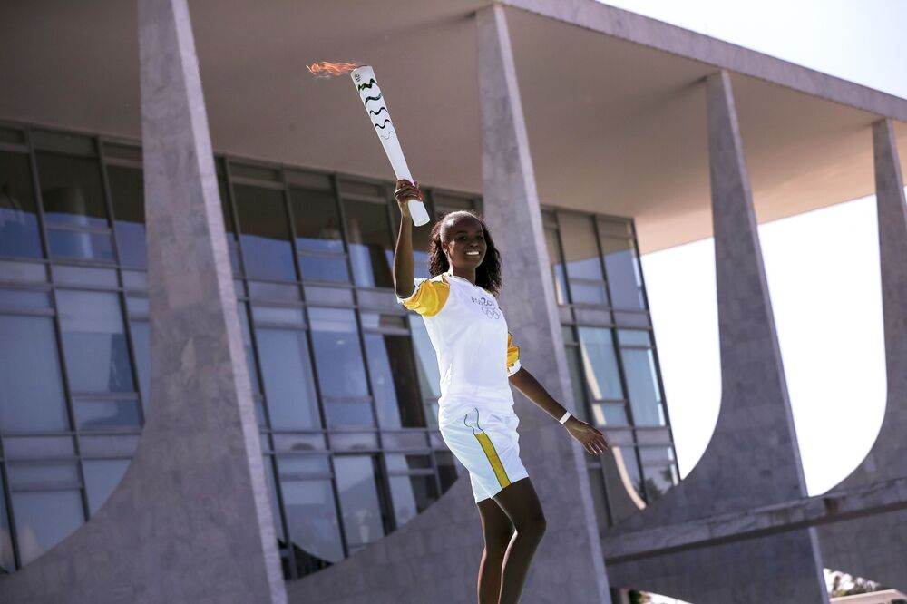 Brasília festeja a passagem da Tocha Olímpica