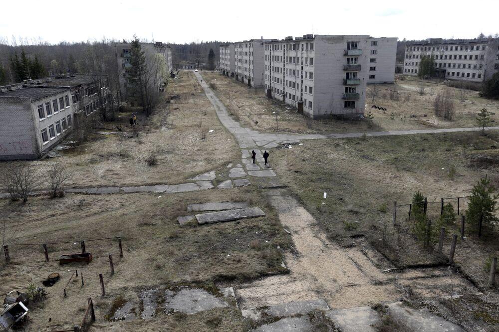 Uma imagem geral da cidade fantasma da antiga estação soviética de radares perto de Skrunda, Letônia, 9 de abril, 2016