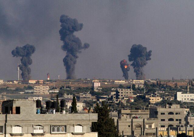 Bombardeios israelenses em Rafah, em julho de 2014 (imagem de arquivo)