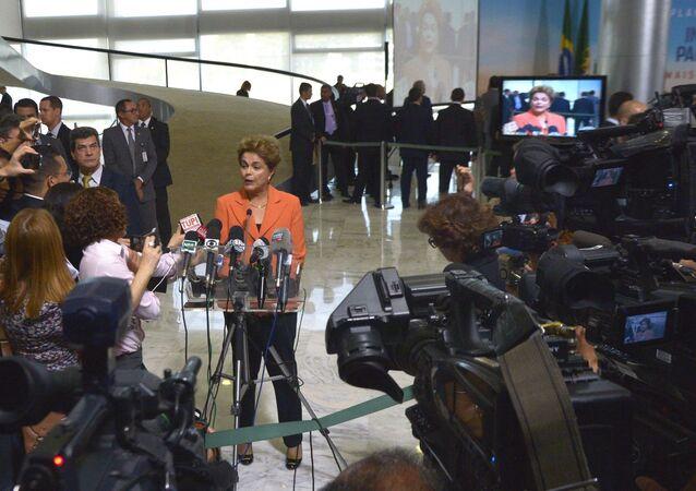 Dilma Rousseff fala à imprensa após o lançamento do Plano Agrícola e Pecuário 2016/2017