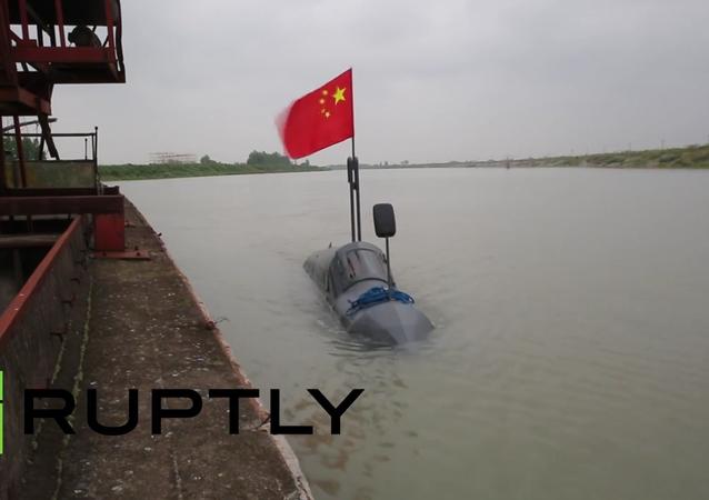 Um granjeiro chinês construiu o seu próprio submarino durante dois meses