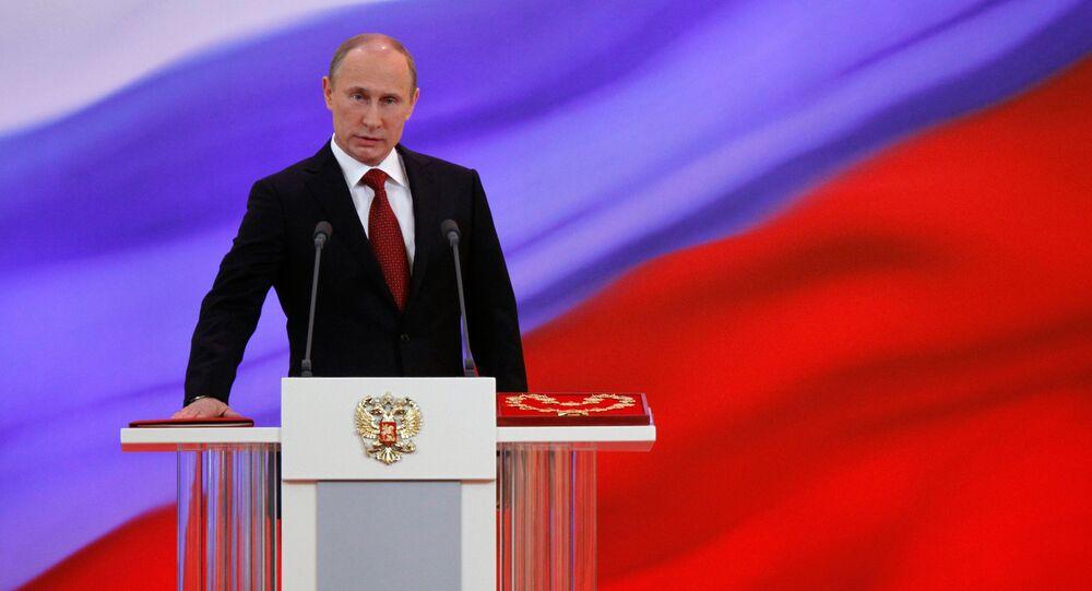 Presidente da Rússia Vladimir Putin presta juramento durante a cerimonia de inauguração, Kremlin, Moscou, Rússia, 7 de maio de 2012