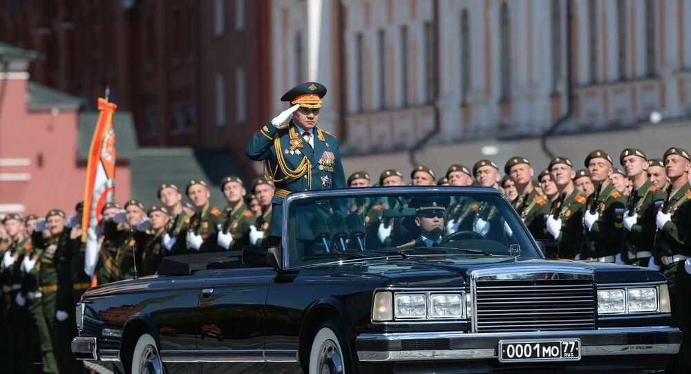 O ministro da Defesa da Rússia, general do Exército russo, Sergei Shoigu durante o ensaio geral da Parada da Vitória, Praça Vermelha, Moscou, 7 de maio de 2016.