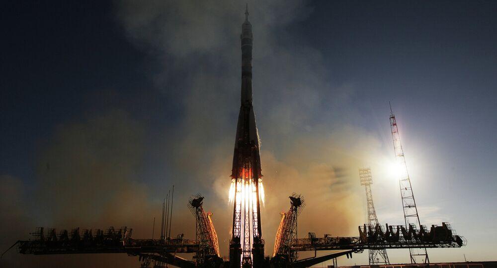 Lançamento de um foguete Soyuz-FG com nave espacial tripulada Soyuz TMA-11M