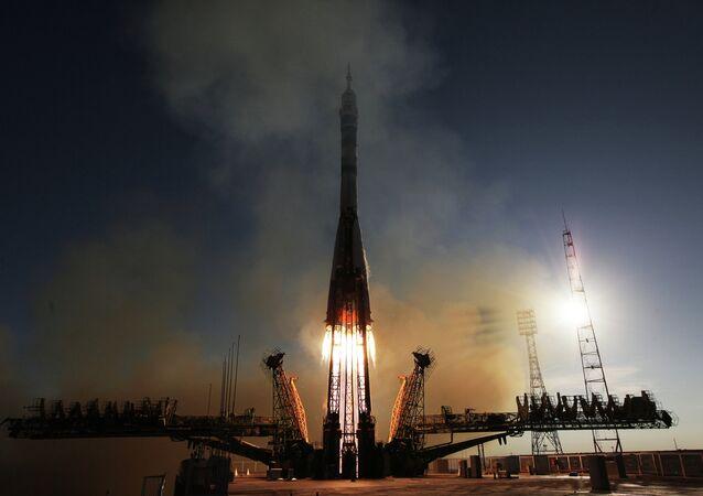 Lançamento de um foguete Soyuz FG com nave espacial tripulada Soyuz TMA-11M