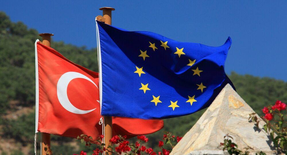 Bandeiras da EU e da Turquia