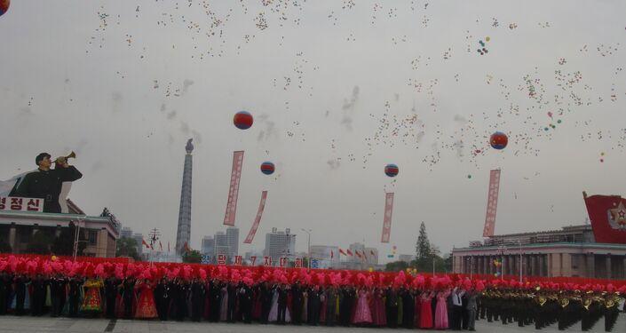 Salvas comemorativas em Pyongyang, em 11 de maio de 2016