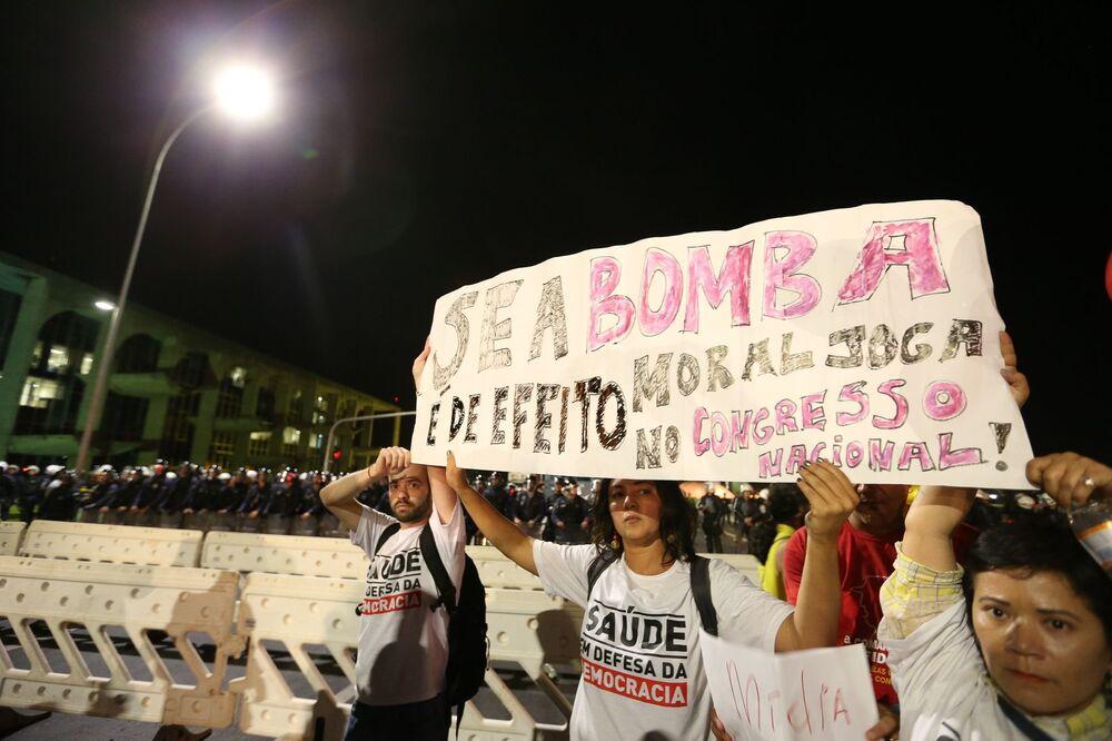 Manifestantes contra o impeachment de Dilma em Brasília