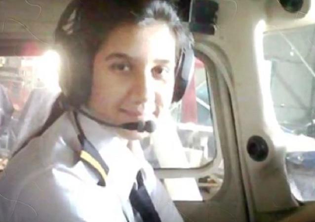 Ayesha Aziz, a piloto mais jovem