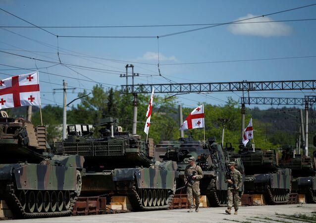 M1A2 Abrams nos exercícios conjuntos dos EUA e Geórgia em 5 d emaio, 2016