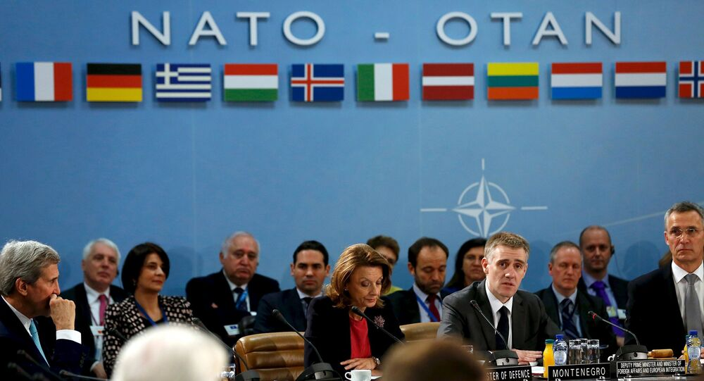 Membros da OTAN durante o encontro em Bruxelas em 2 de dezembro, 2015