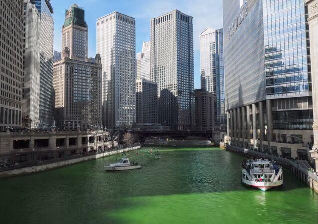 Rios verdes correm em Chicago