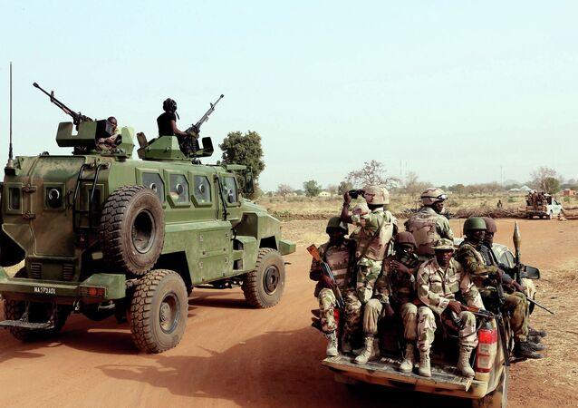 Soldados nigerianos em Chibok, no nordeste do país