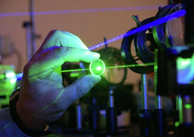 Um dispositivo laser