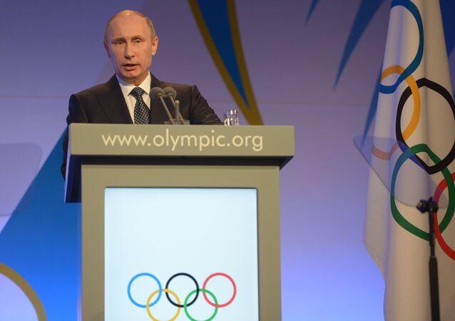 O presidente russo, Vladimir Putin, durante recepção ao presidente do Comitê Olímpico Internacional, Thomas Bach, nos Jogos Olímpicos de Inverno de 2014, em Sochi