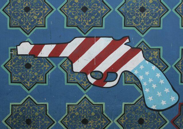 A Embaixada dos EUA em Teerã tem muitas pinturas antiamericanas nas suas paredes, 2007