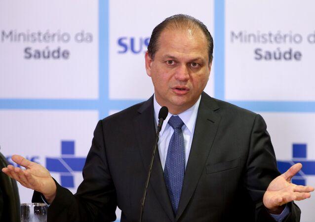 Após polêmica, Ricardo Barros afirma 'SUS é um direito garantido'
