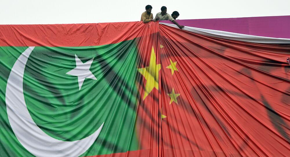 Amizade entre os dois países é  maior do que o Himalaia, mais profunda do que o oceano e mais doce do que o mel, segundo o ministro paquistanês Ahsan Iqbal