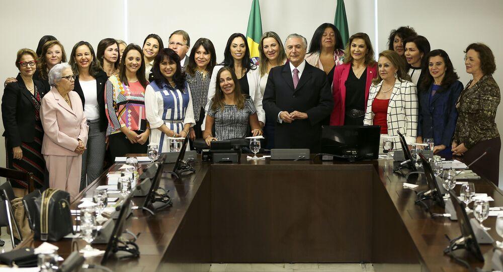 Presidente interino, Michel Temer, recebe deputadas da bancada feminina