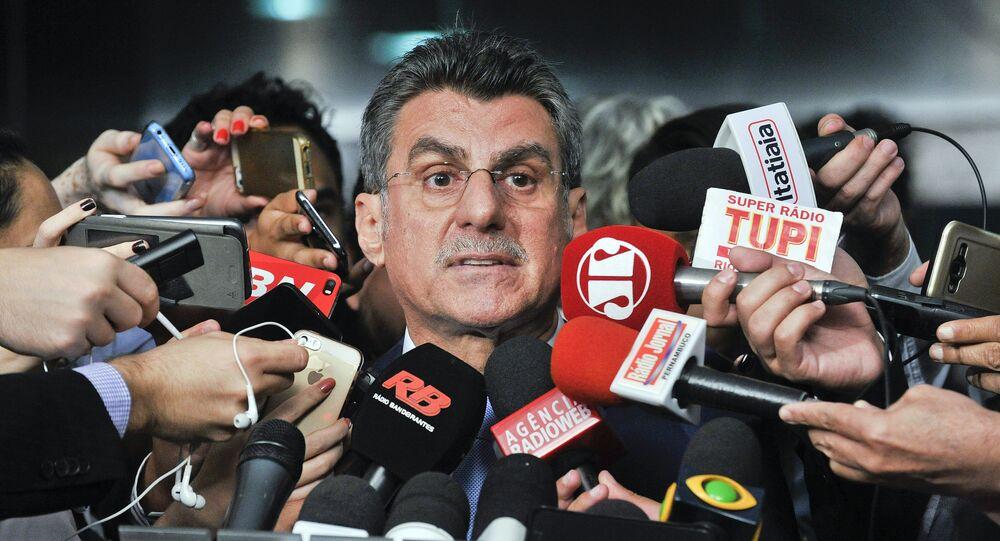 Romero Jucá concede entrevista após reunião para discutir a redução da meta fiscal para o ano