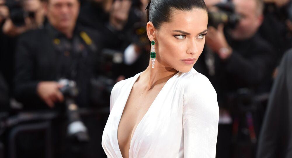 A modelo brasileira Adriana Lima