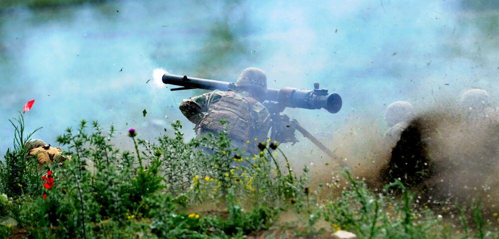 Um militar americano durante um exercício militar na Geórgia