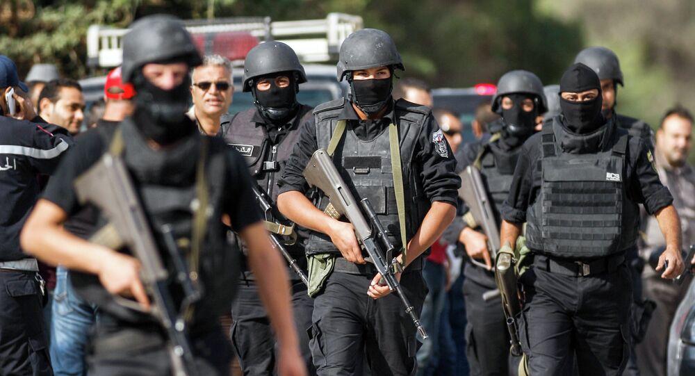 Três militantes atacam edifício do parlamento da Tunísia