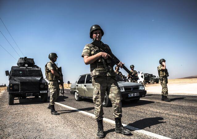 Soldados turcos em Sanliurfa