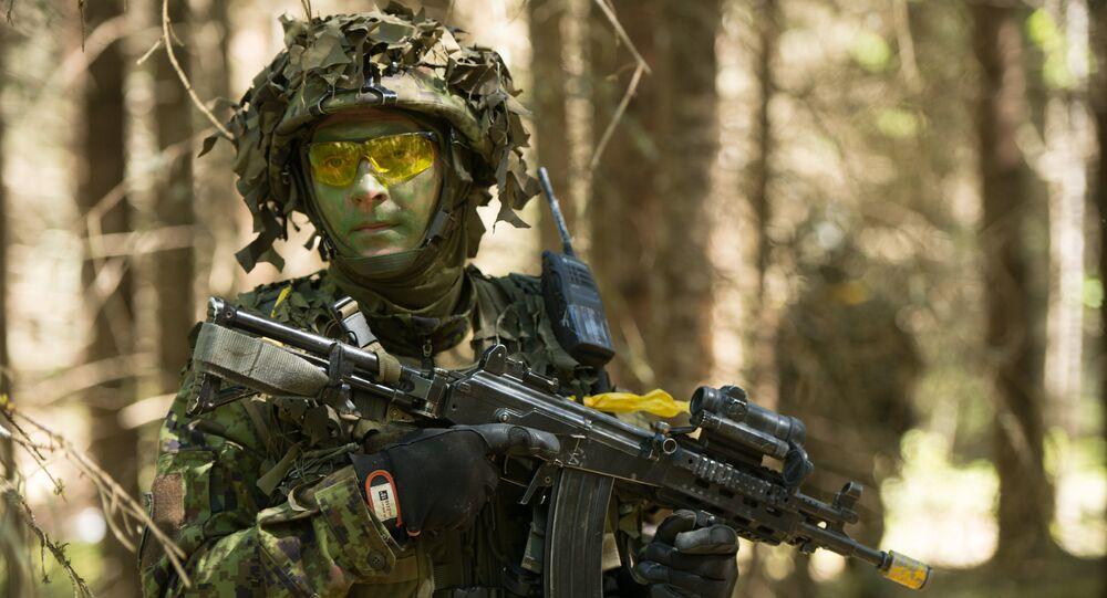 Soldado estoniano participa dos exercícios militares anuais em conjunto com as tropas da OTAN, Estônia, maio de 2014 (foto de arquivo)