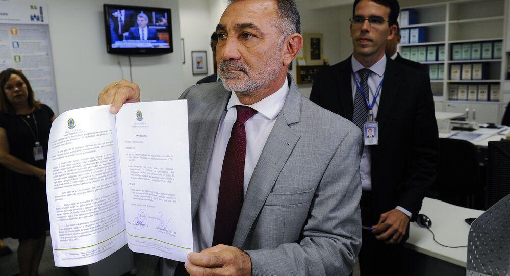 Senador Telmário Mota protocola pedido de cassação do mandato do senador Romero Jucá