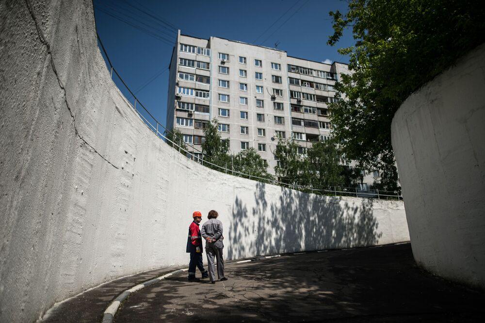 A entrada ao abrigo na rodovia Altufievskoe em Moscou