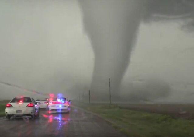 Incrível tornado no estado americano do Kansas