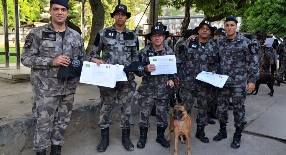 Cães do BAC ganham certificação internacional como farejadores de explosivos