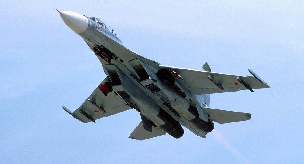 Caça Su-27 no voo