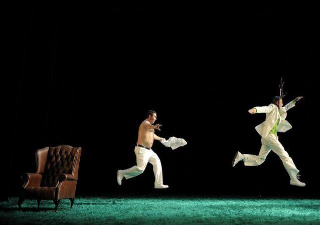 Os espanhóis Sergi López e Jorge Picó participam da 5ª edição do Cena Brasil Internacional com o espetáculo 30-40 livingstone