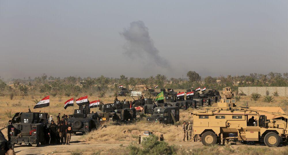 Militares iraquianos em preparação para ofensiva em Fallujah