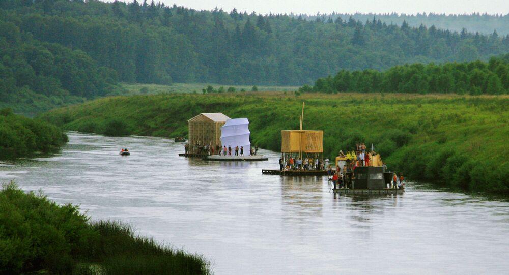 Arcas de Noé exibidas no Festival de arquitetura artística paisagística Arkhstoyanie, região de Kaluga, Rússia (foto de arquivo)