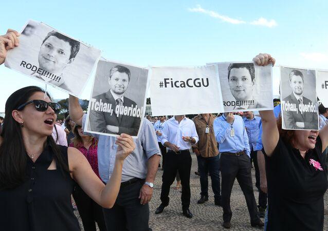 Funcionários da CGU fazem manifestação em frente ao Planalto