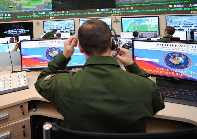 Soldado no centro da gestão das atividades cotidianas das Forças Armadas da Federação Russa