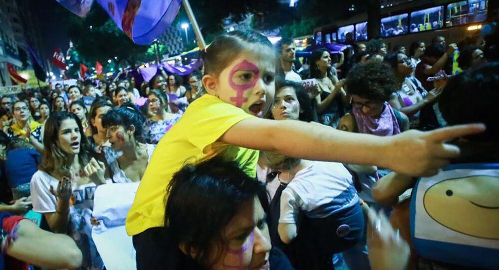 Ato Por Todas Elas reuniu milhares de mulheres no Rio de Janeiro contra a cultura do estupro