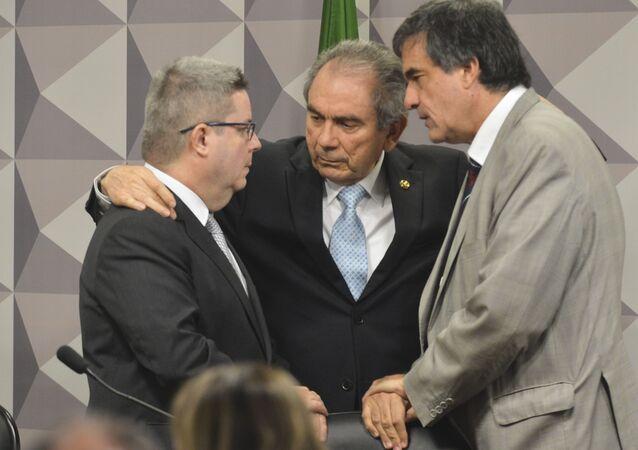 Comissão quer reduzir prazo de defesa de Dilma e agilizar decisão do impeachment
